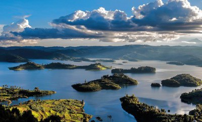 Lake Buyonyi, one of the most beautiful spots on a Uganda safari